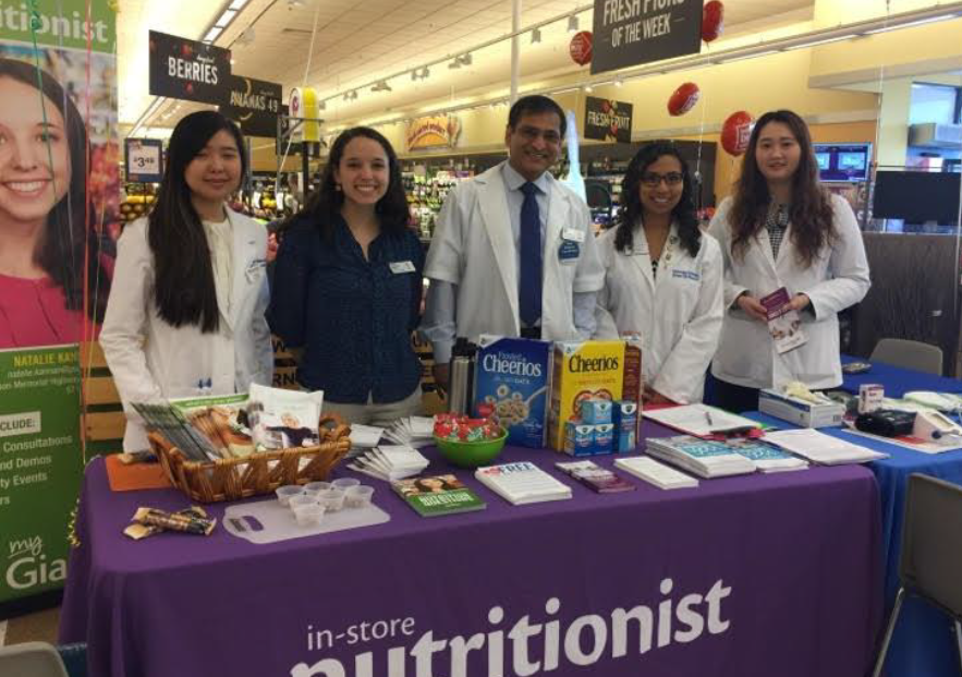 Vijay From Ashburn, VA, Store #797 With Pharmacy Students From Shenandoah University And In-store Nutritionist Natalie Kannan.