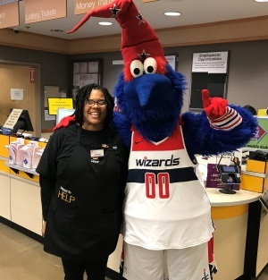 G-Wiz From The Washington Wizards Came To Help Ianita With Our Selling Event!