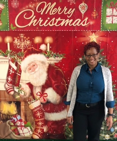 Sharina From Store #2301 Burtonsville, MD Poses For A Photo With Santa